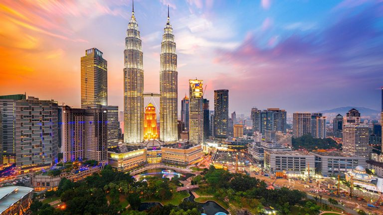 Asyiknya Berlibur Ke Malaysia bersama Keluarga
